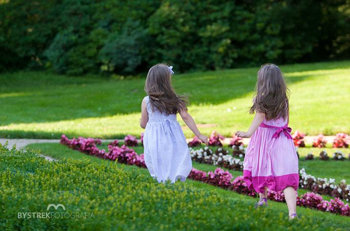 biegnące dziewczynki